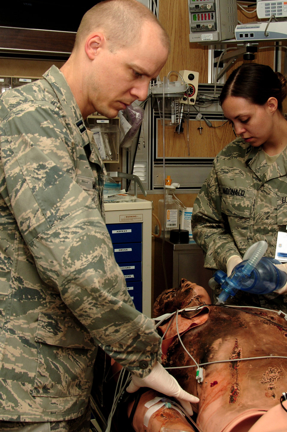 Simulation grand rounds trains EM residents