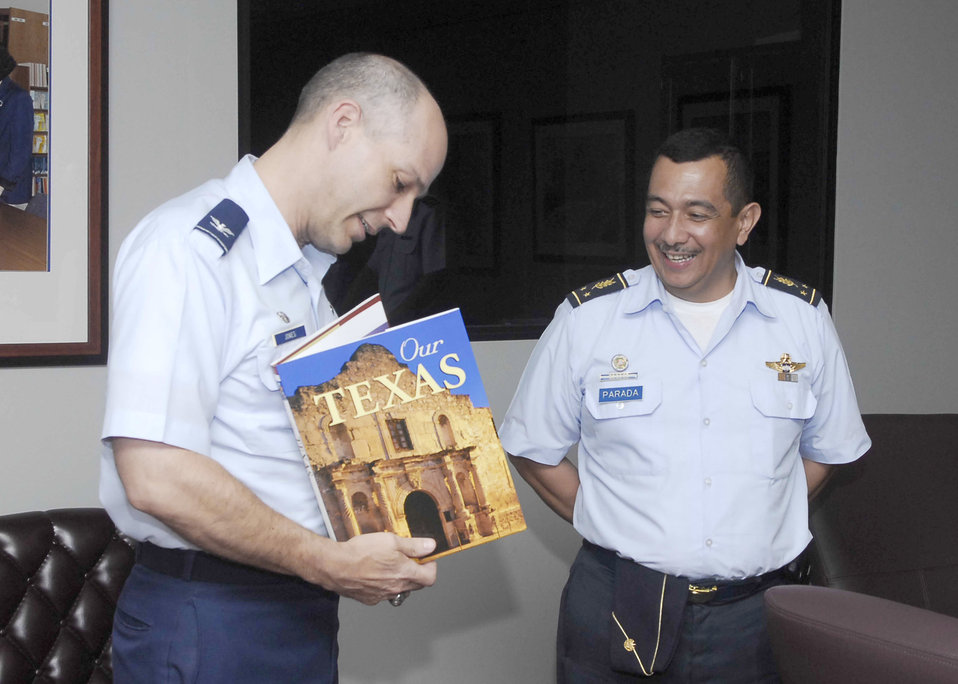 El Salvadoran vice chief views AETC programs