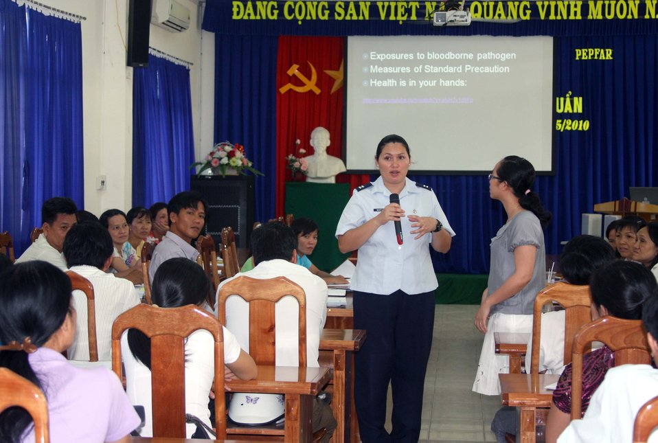 U.S., Vietnam talk infectious diseases during Pacific Angel 2010