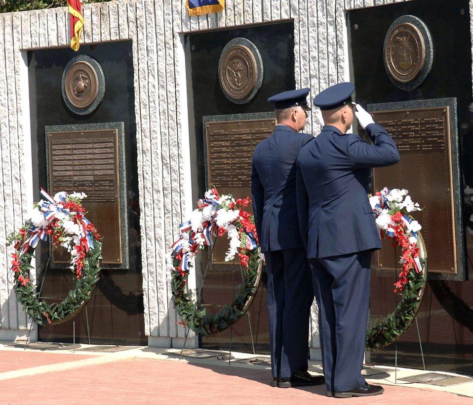Explosive ordnance members honor fallen heroes