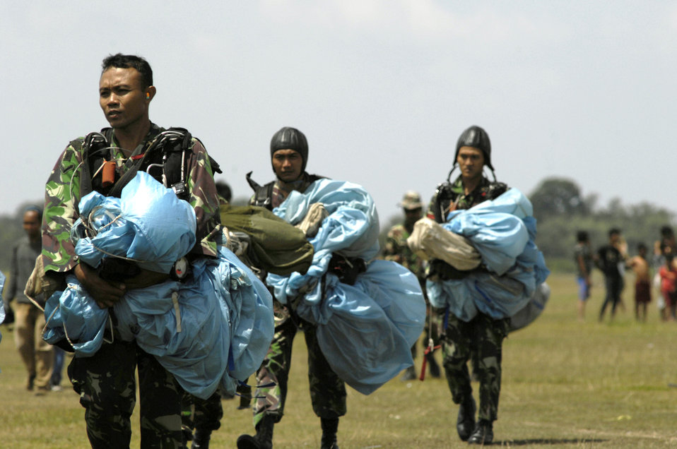 U.S., Indonesian airment jump into training