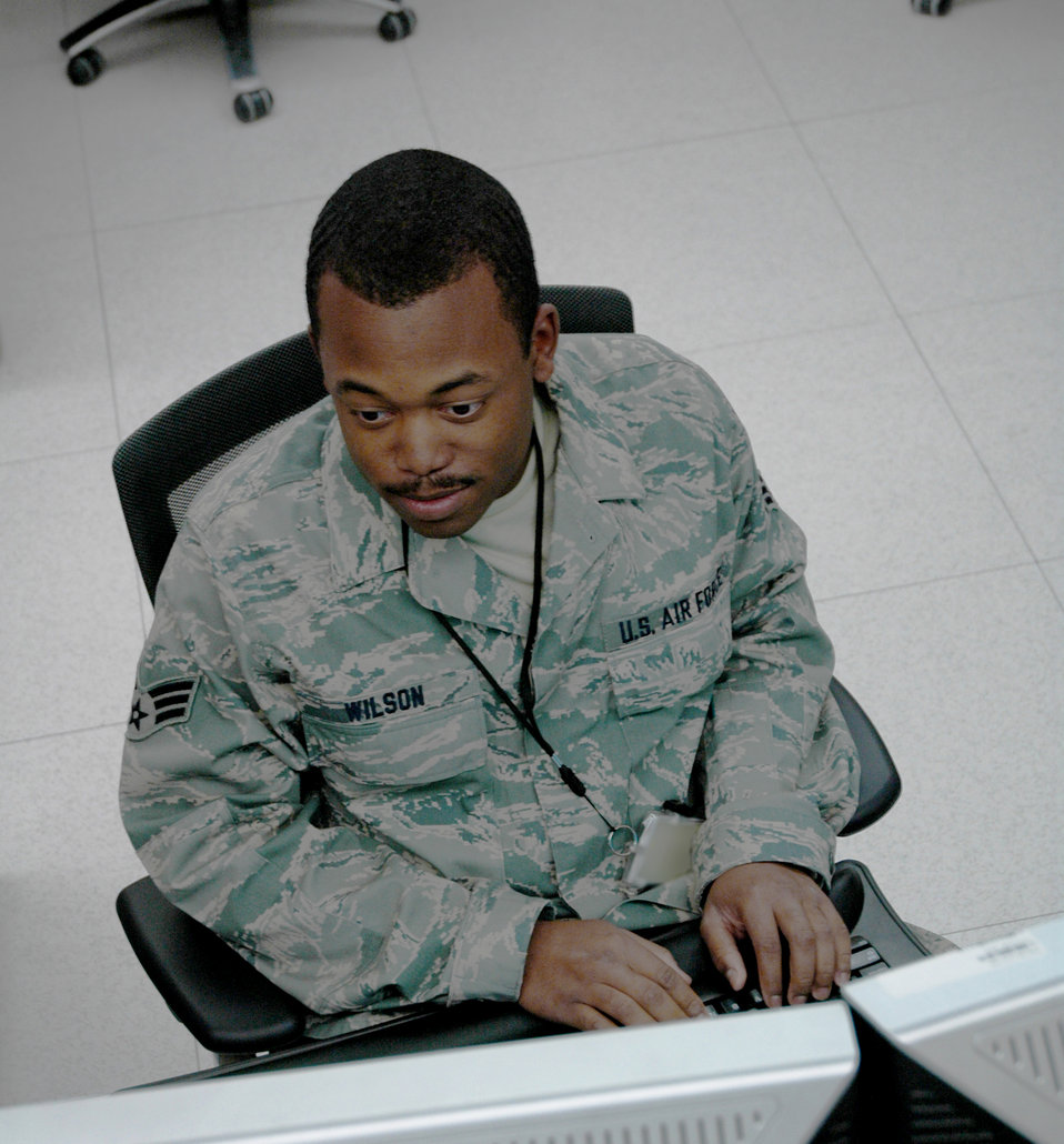 Combat coders build Web pages for warfighters