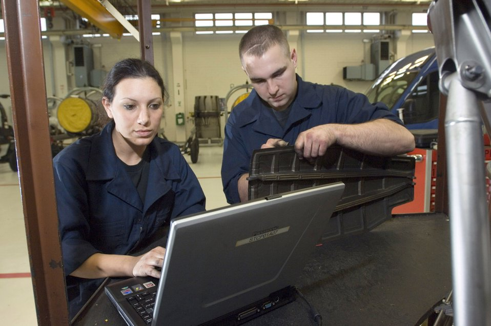 Spangdahlem mechanics fix jet engines 'on the line'