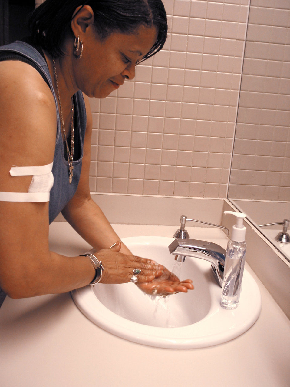 This image demonstrates how a smallpox vaccinee washes her hands after handling her vaccination site bandage.