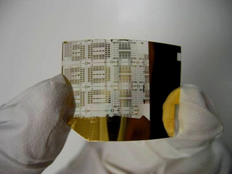 Scientist demonstrates record speed for bendable electronics
