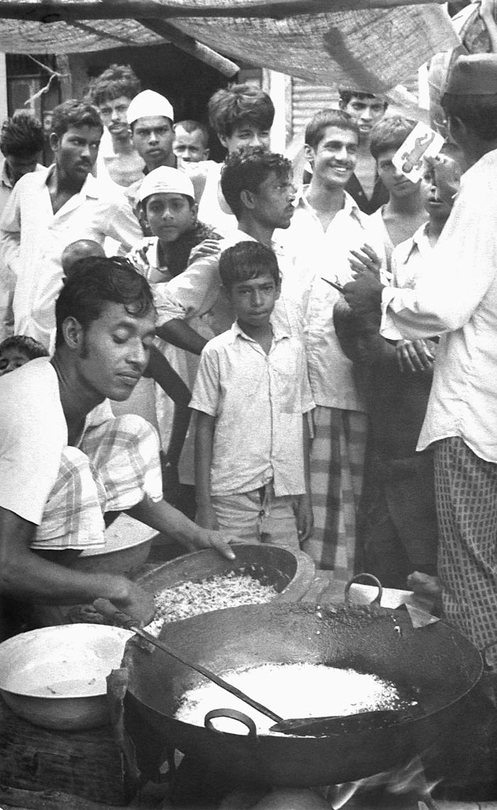 This 1975 photograph depicted a community smallpox eradication team volunteer as he was questioning members of a market crowd about the poss