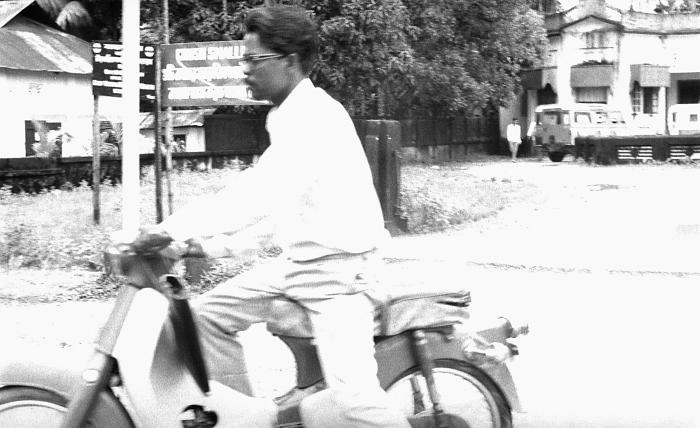 This 1975 photograph depicted a volunteer smallpox eradication team member who'd been making his appointed rounds while riding a motor scoot
