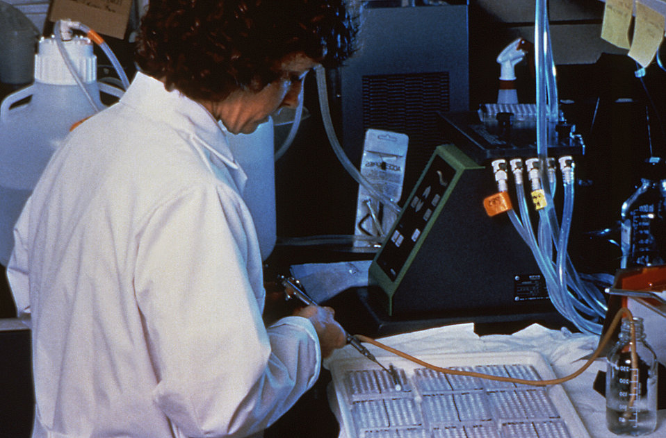In this 1994 image, a CDC, Special Pathogens Branch scientist is performing an ELISA test on suspected Hantavirus samples.