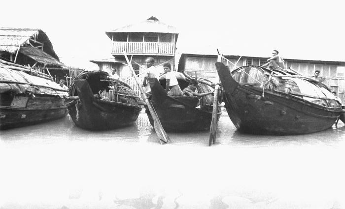 This image depicted a number of small boats that were used to transport goods from town to town amongst the Bangladesh communities. At times