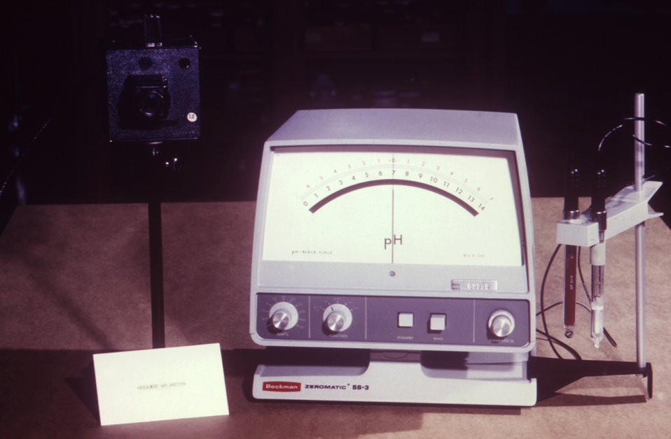 This laboratory device is used to measure the pH value of a solution, i.e., its concentration of hydrogen ions read as [H ].