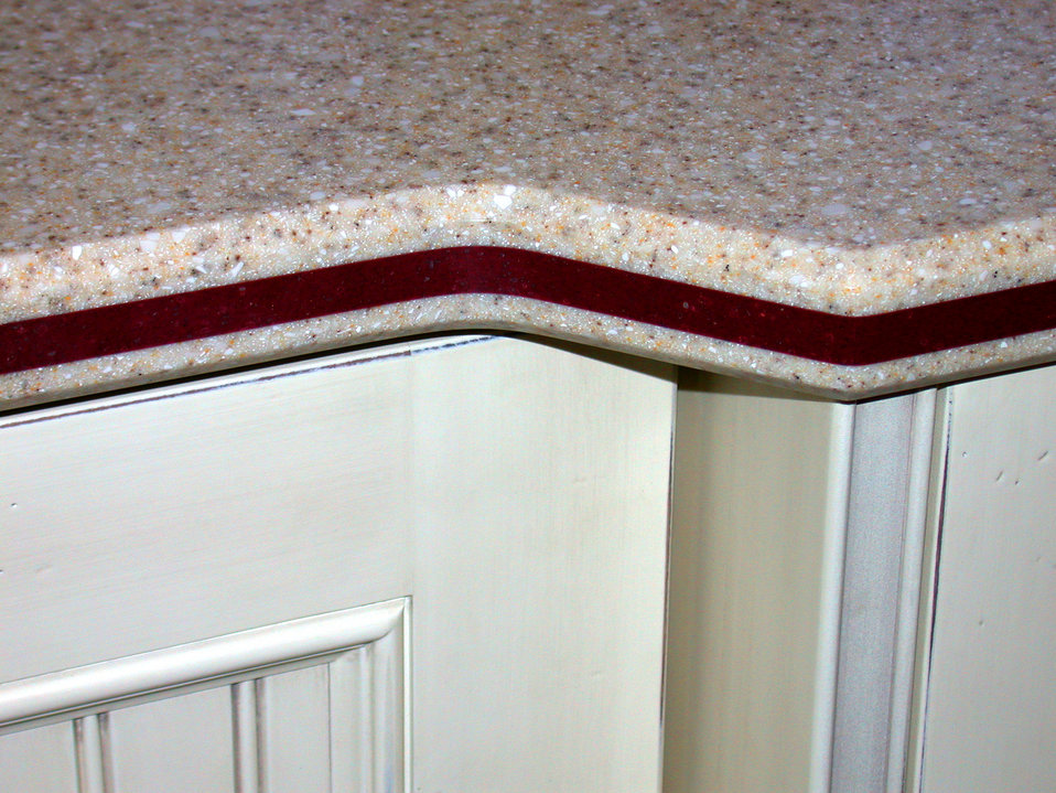 The counter top photographed in this 2002 image revealed the details of its contrasting colorized edge, marked by a maroon colored strip. Su