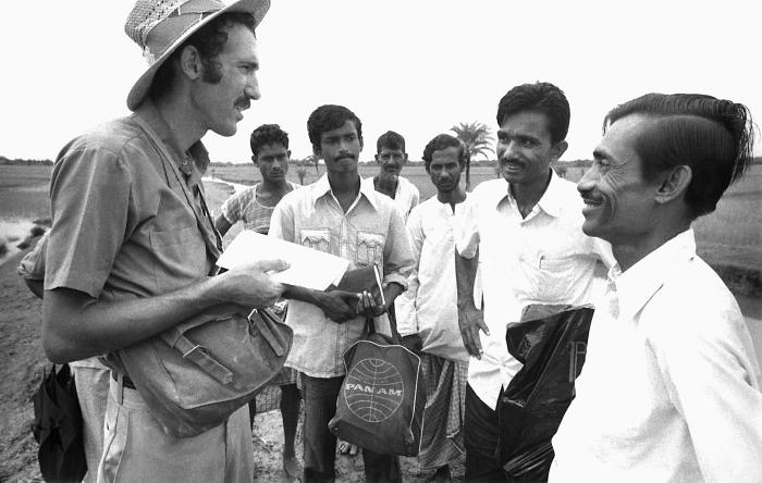 This 1975 image depicted former Peace Corp Volunteer, Ethiopia, and WHO Smallpox Operations Officer, Alan Schnur, discussing smallpox eradic