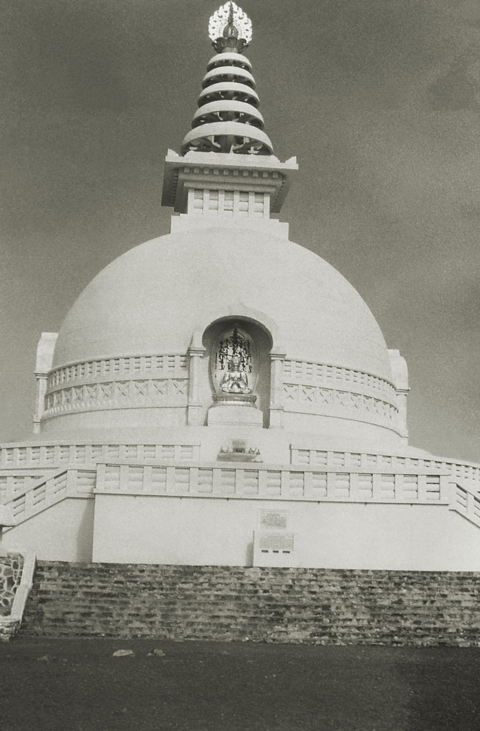 This 1975 image depicts the fa�e of the Vishwa Shanti Stupa at Rajgir, which is one of the 80 Peace Pagodas found around the world, helpin