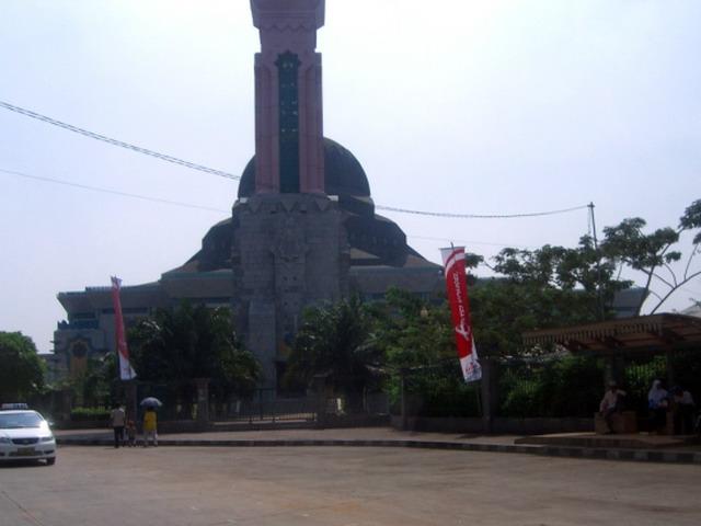 Bahasa Indonesia:  saya sebagai pembuat gambar ini menyatakan gambar ini mempunyai lisensi Domain Umum. Bkusmono 08:56, 5 Juli 2007 (UTC)