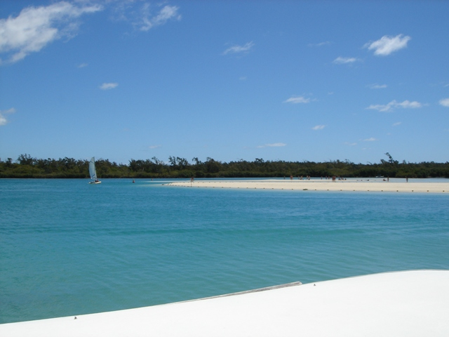 en:The beach at Ile aux Cerfs, Mauritius ja:イル・オ・セルフのビーチ  Taken by (WT-shared) Shoestring in September, 2006 Location: Ile aux Cerfs