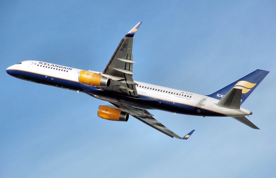 Icelandair Boeing 757-200 (TF-FIV) takes off from London Heathrow Airport, England. Photographed by Adrian Pingstone in January 2007 and released to the public domain.