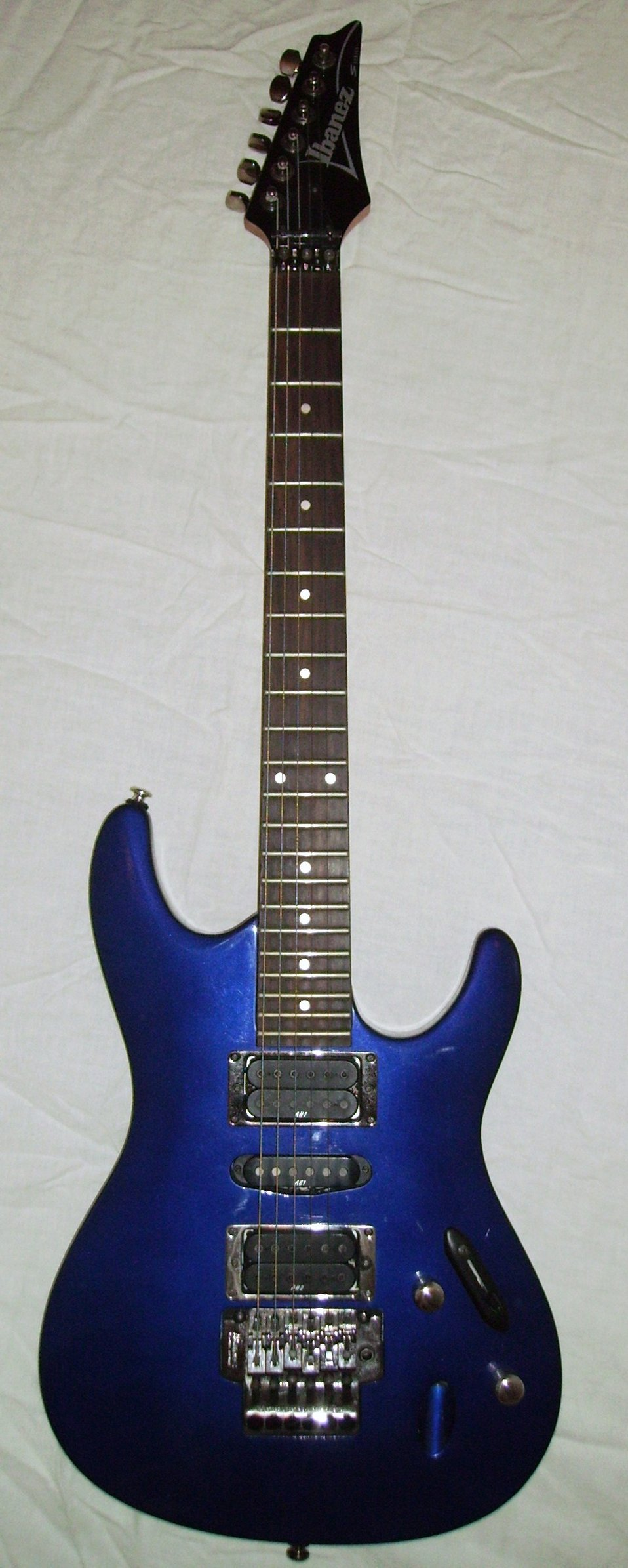 An Ibanez S-470 guitar