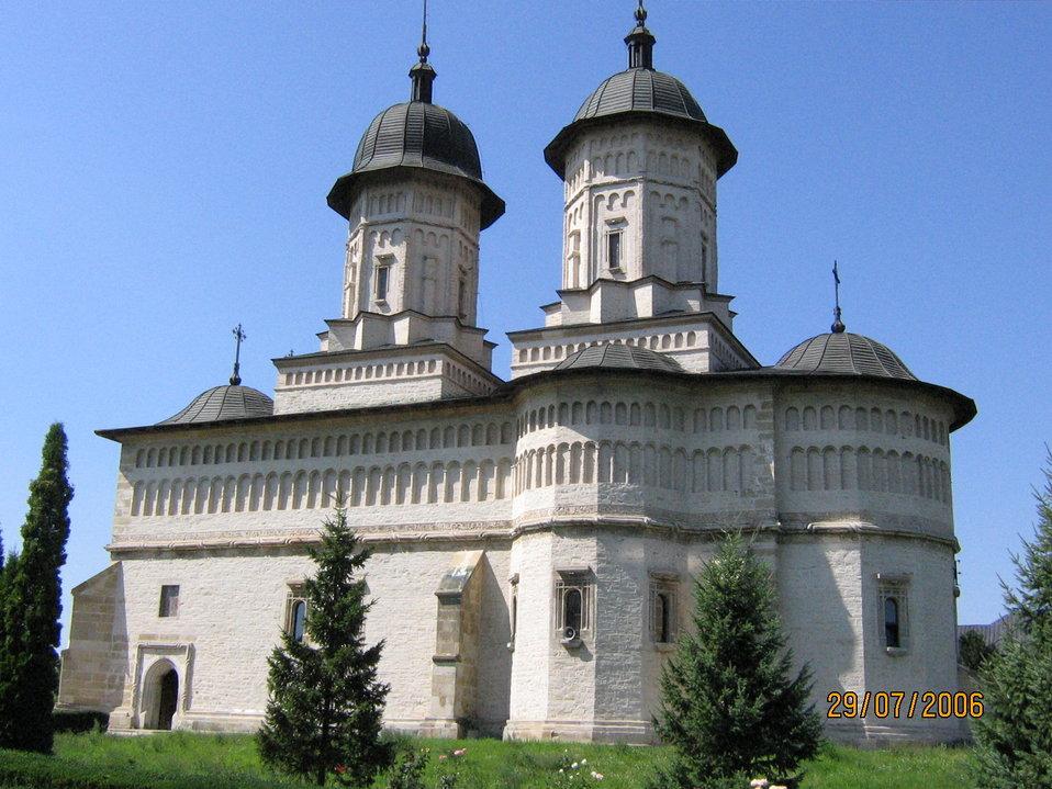 Română:  Mănăstirea Cetaţuia Iaşi