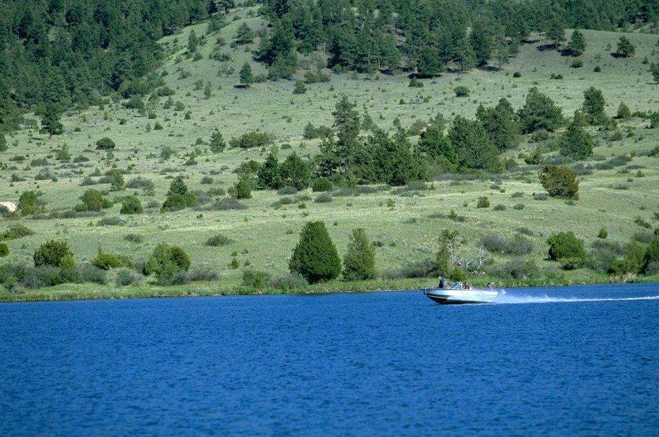 Speed boat on Hauser Lake