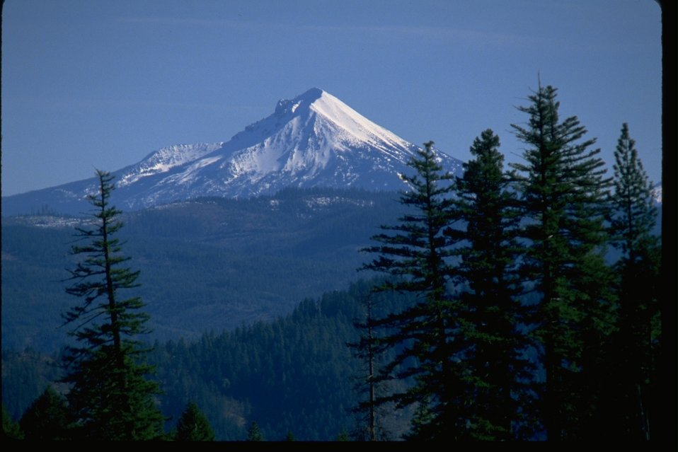 Scenic view of Mount Mcloughlin.