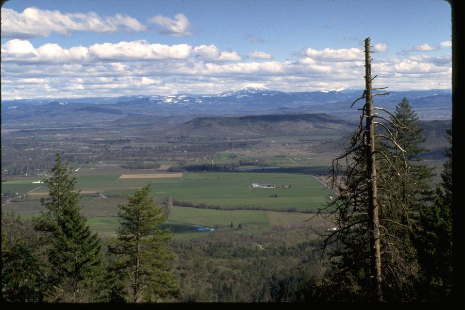 Scenic view of the Rogue Valley and the Table rocks.