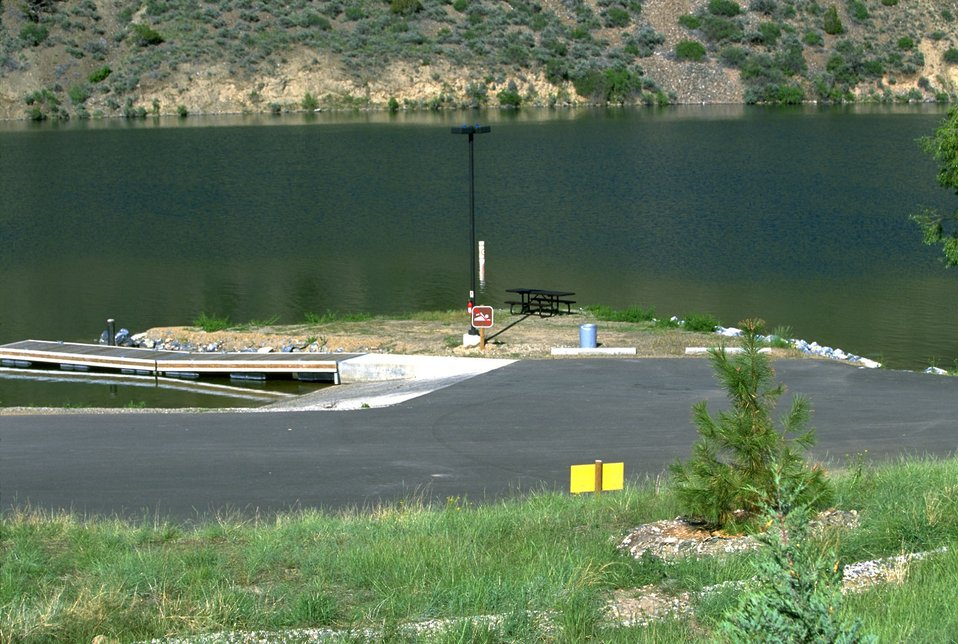 Boat ramp into Hauser Lake at Devils Elbow Campground