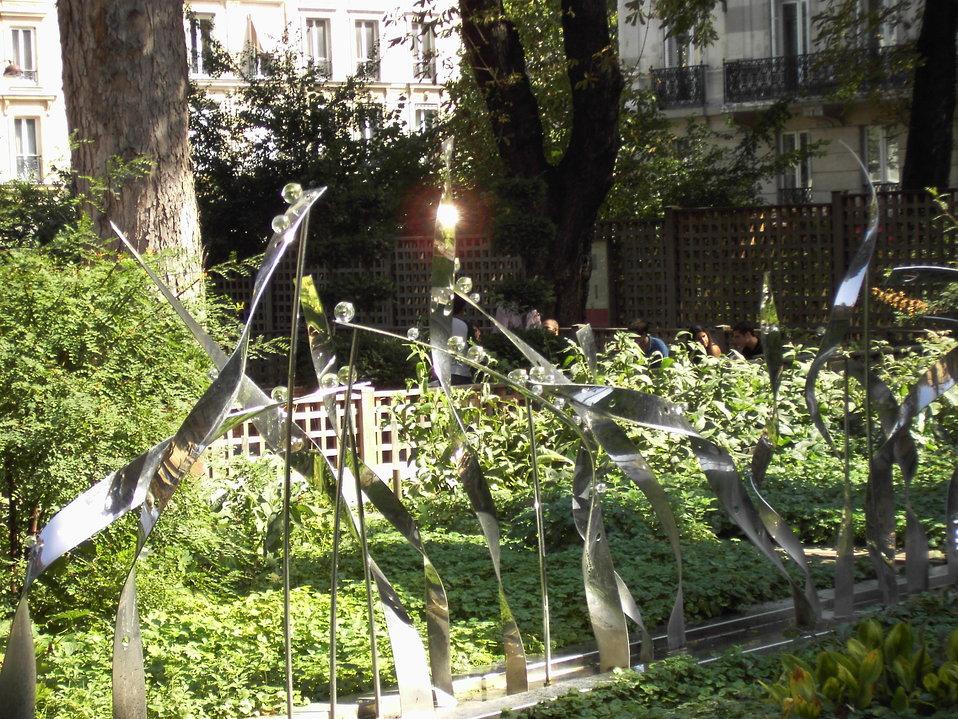 050903 Paris 040 Cluny jardin roseto.JPG
