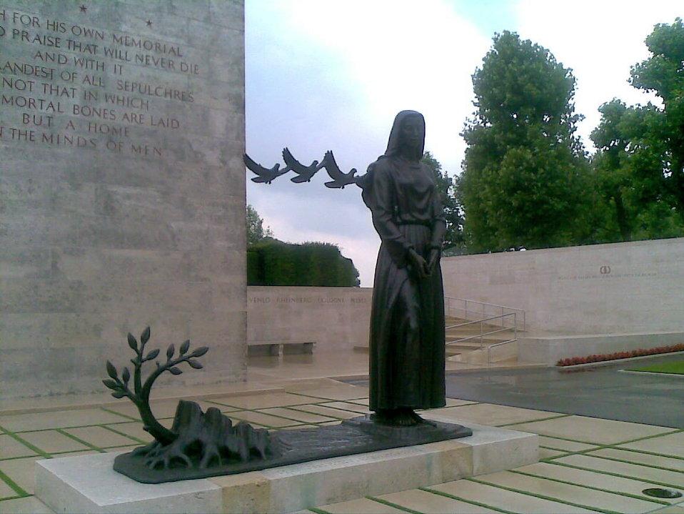 Deutsch:  Netherlands American Cemetery, Bronzestatue