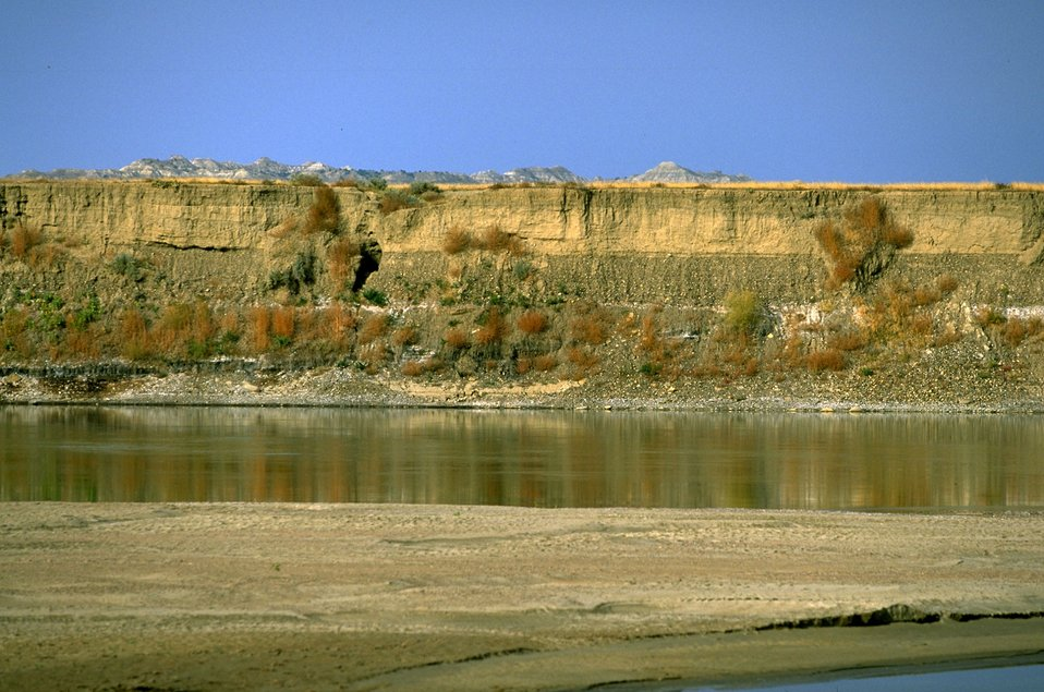 Scenic view of a Yellowstone River bank with badlands in the background