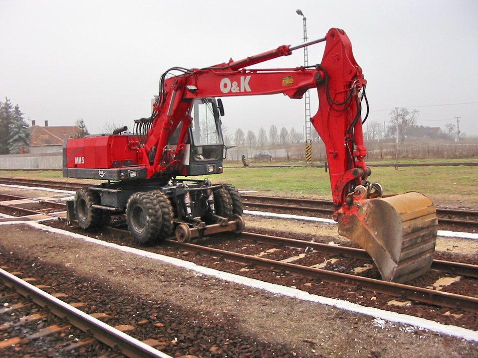 Road-rail excavator at Dabas railway station, Hungary Magyar:  Vágányonjáró forgókotró Dabas vasútállomásán