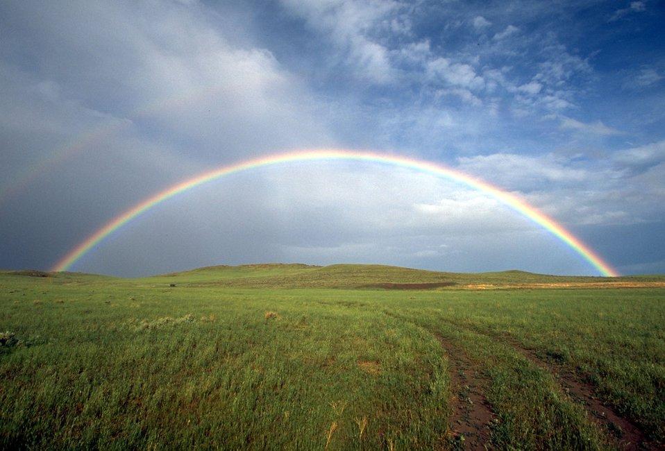 "The """"perfect"""" Rainbow on the prairies of Montana"